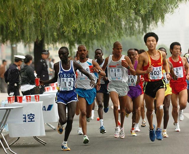 Som+de+fleste+store+byer+har+Beijing+ogs%E5+et+stort+maratonl%F8p.+Over+27.000+var+p%E5meldt+en+av+de+fire+distansene+i+%E5rets+arrangement.+%28Foto%3A+Arrang%F8ren%29