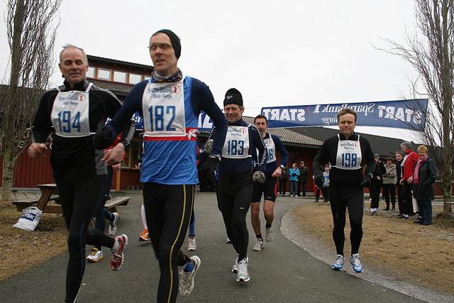 Start+maraton%2C+fra+venstre%3A+Ole+Forren%2C+Ola+Mellem%2C+B%E5rd+R%F8dde%2C+Geir+Hansen%2C+og+John+Arild+S%F8dal.