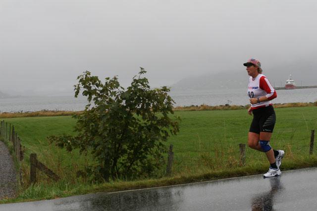 Vinner+i+dameklassen+av+Nordvest+Maraton+2008+ble+Tove+Dybwad+Lom+IL.+%0D%0A+Foto%3A+Helge+Fuglseth.