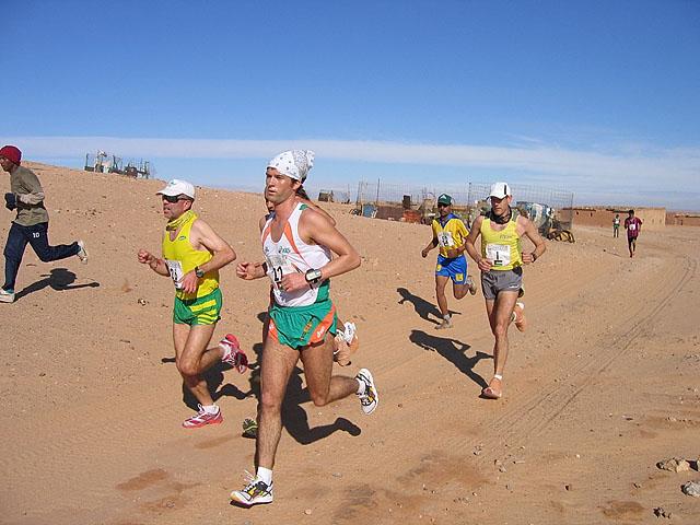 Fra+teten+i+halvmaraton+2006.+L%F8per+nr.+22%2C+Micheal+Collins+vinner+21+km%2C+bak+nr.+1%2C+tidligere+dobbelt+Verdensmester+i+Maraton%2C+Abel+Anton