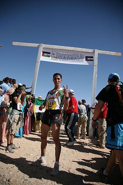 Abdelaziz+Hadjyoucef+fra+Algerie+vinner+halvmaraton+p%E5+1.18.11