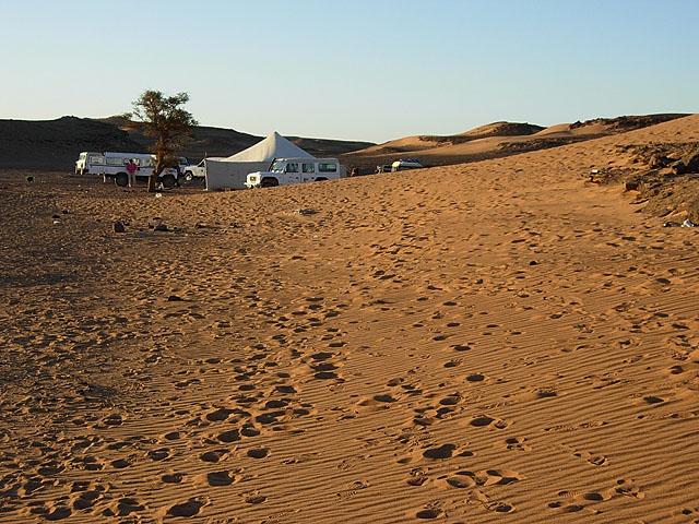 I+dette+teltet+var+jeg+p%E5+party+med+ca.+80+Italienere+og+noen+Saharawier+f%F8r+vi+gikk+ut+og+fant+oss+soveplasser+under+stjernehimmelen.