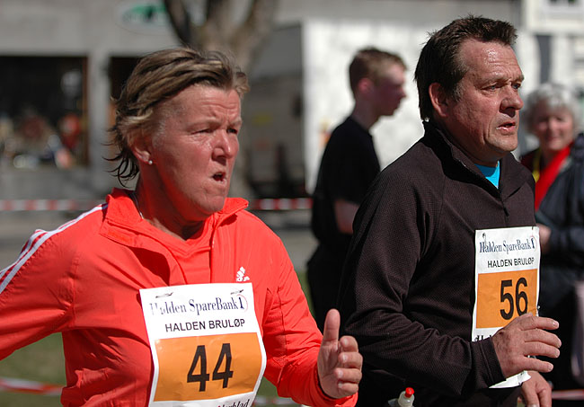 Randi+og+Jarle+Fjellanger+i+et+spurtoppgj%F8r+mot+m%E5l%2C+hvor+Randi+vant+med+ett+sekund.+%28Foto%3A+Rolf+B%F8hn%29