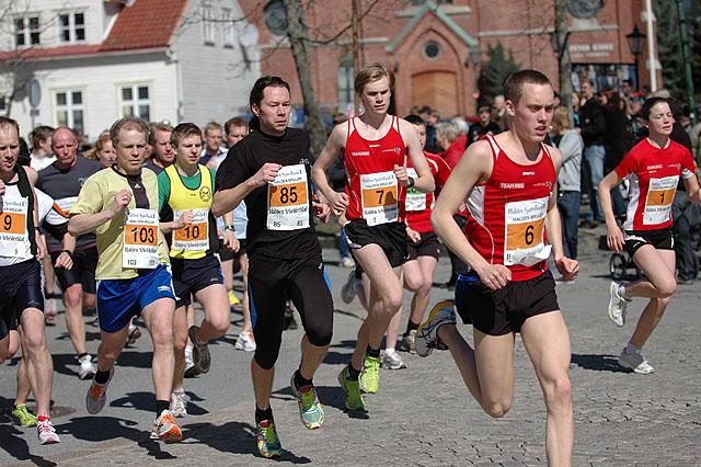 Starten+har+g%E5tt.+Fra+venstre+Bj%F8rn+Johannessen+%289%29%2C+Trond+Bukholm+%28103%29%2C+Thomas+Skaiaa+%2810%29%2C+Stefan+Hellmann+%2885%29%2C+Henrik+Hansson+%287%29%2C+Mikael+Ekvall+%286%29+og+Rebekka+Andersson+%281%29+%28Foto%3A+Andr%E9+B%F8hn%29