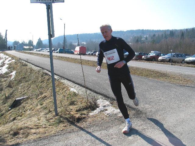 Kjell+Jonhaugen%2C+Nittedaljoggen+l%F8p+inn+p%E5+45.11+og+hadde+bare+Ole-Peter+Bergaust+%281.02%29+foran+seg+i+klasse+M+60-64.+