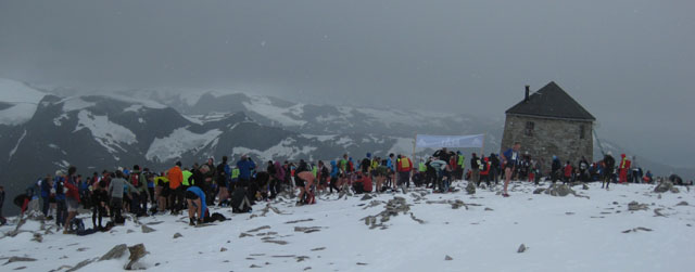 The+Finish+Line+at+the+summit+of+the+mountain+Skaala+1848+metres+above+sea+level+in+Loen+was+crowded+when+1500+participants+set+a+new+record+for+the+race.+Foto+Christian+Prestegaard