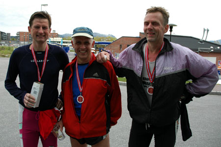 Tre+forn%F8yde+maratonl%F8pere.+Fra+venstre+Morten+Haoso%2C+Sigurd+Lima+og+Bj%F8rn+Terje+Aas.