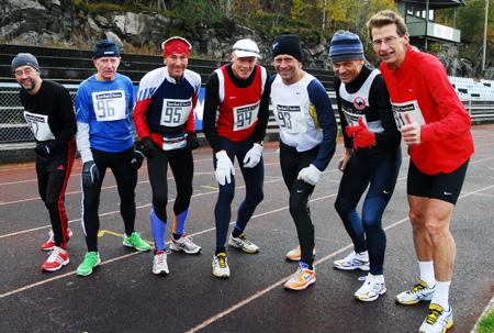 Her+de+7+som+l%F8p+maraton+i+fjor.+Fra+venstre+ser+vi+Helge+Fuglseth%2C+Leif+Fe%F8y%2C+Tormod+Hansen%2C+Leif+Eriksen%2C+B%E5rd+R%F8dde%2C+Inge+Asbj%F8rn+Haugen+og+Anders+T%F8sse.