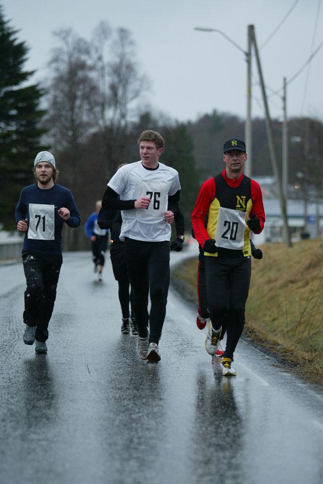 Startnr.+71+og+76+er+halvmaratonl%F8perne+H%E5kon+Syrstadeng+og+Ole+Johan+Risa.+Startnr+20+er+maratonl%F8peren+Anders+T%F8sse