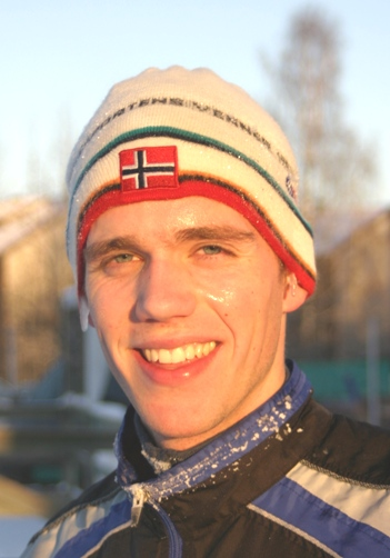 Joakim+Aardal+ble+dermed+den+yngste+som+noengang+har+fullf%F8rt+%5C%225+p%E5+Norsk%5C%22+etter+at+statuetten+for+denne+prestasjonen+ble+innf%F8rt.++Joakim+er+21+%E5r+og+84+dager+gammel.