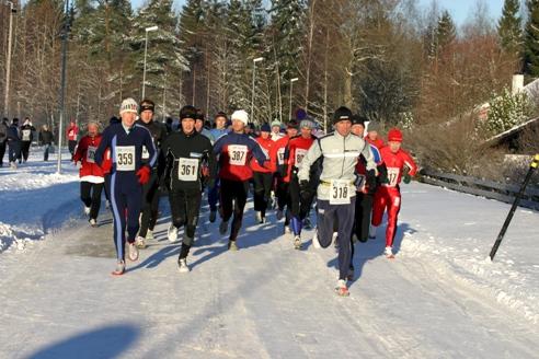 Maratonstarten+i+12+minusgrader.++Kjetil+Havstein+%28318%29+tar+teten.