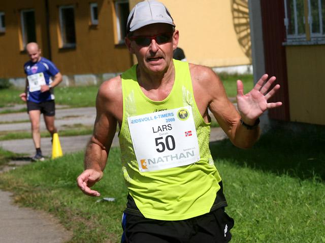 Lars+Chr+D%F8rum+l%F8p+klart+lengst+i+M60-64+og+ble+bel%F8nnet+med+veteran-gull+i+klassen+og+18.plass+totalt+med+68%2C990+km.
