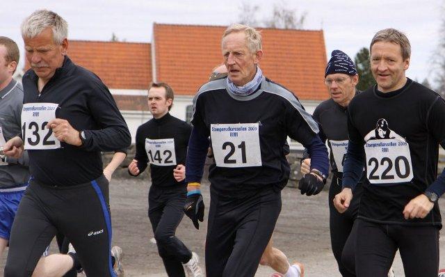 Her+ser+vi+blant+annet+tre+blide+veteraner+like+etter+start.+132+er+Tor-Arne+Stenhaug+%28M55-59%29%2C+21+er+Kjell+Jonhaugen+%28M65-69%29+og+220+er+Tore+Tvethaug+%28M45-49%29.+Foto%3A+Arne+Halvorsen