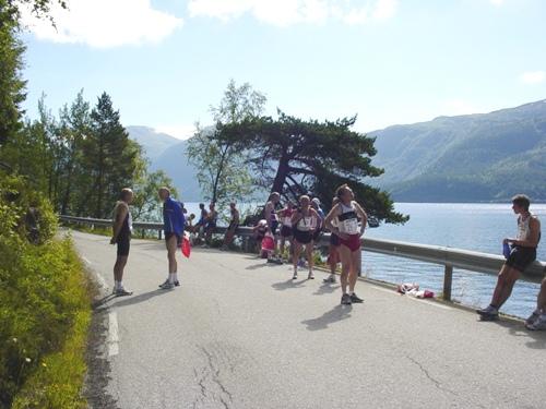 Mektig+natur+er+en+del+av+Hornindalsvatnet+Maraton%2C+her+fra+startstedet