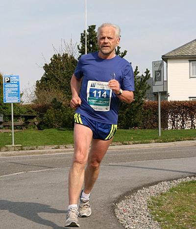 Svein+Steine+fr%E5+Norheimsund+FIK+gjorde+halvmaraton+p%E5+tida+1%3A40%3A57.+Han+vann+si+klasse+60+-+64+%E5r.+